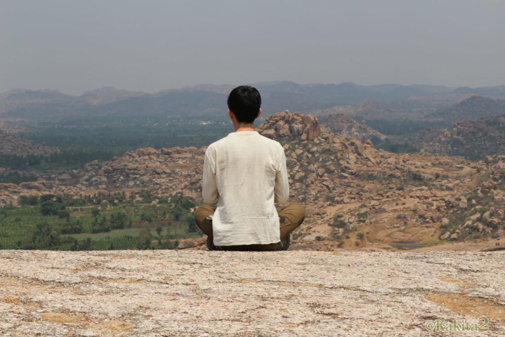 ハンピで瞑想